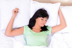 Por más que durante el fin de semana durmamos hasta el mediodía, eso no alcanza para recuperar el déficit de sueño. Ph. Shutterstock