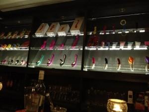 Los hombres sólo pueden entrar al bar acompañados por una mujer. Ph. Love Joule Facebook page
