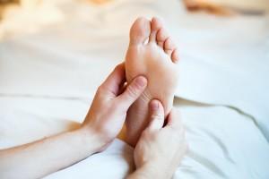 Recuerda siempre colocar una crema hidratante en los pies luego de tomar un baño. Ph. Shutterstock