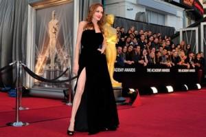 angelina jolie premios Oscar 2012