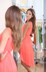 Renueva tu vestuario, en la medida de lo posible, y verás que te sentirás tanto más bonita y mucho mejor preparada para una cita. Ph Shutterstock