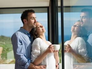 Durante los nueves de espera es fundamental mantener un vínculo emocional porque fortalece a la pareja. Ph. Shutterstock