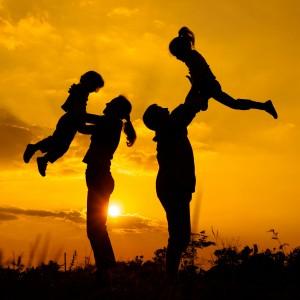 Mostrarse accesibles delante de sus hijos es clave para que ellos se animen a hablar. Ph. Shutterstock