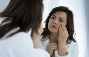 Pasados los 30, no hay mascarilla ni detox que pueda disimular los efectos  de una noche de excesos. Ph. Shutterstock