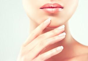 El limón es ideal para blanquear las uñas. Ph. Shutterstock